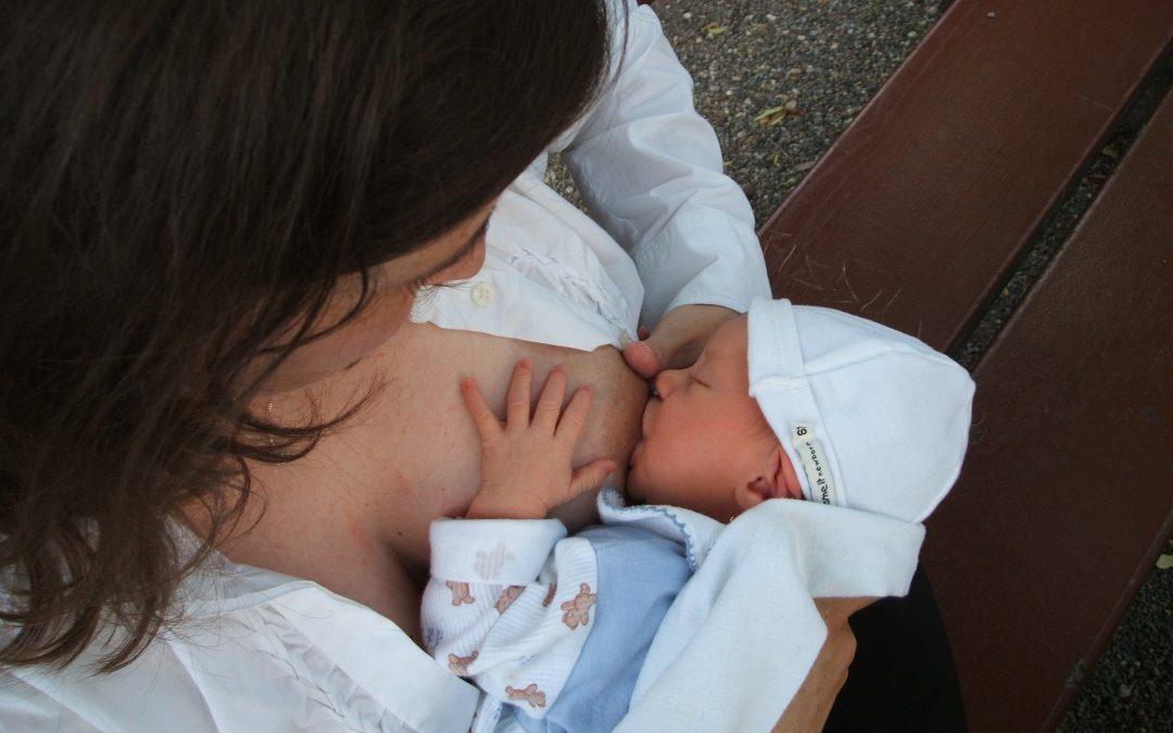 L'allattamento al seno: l'attaccamento e le prime fasi